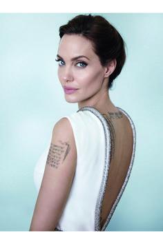 Angelina Jolie: en pie de guerra (y ante Mario Testino)