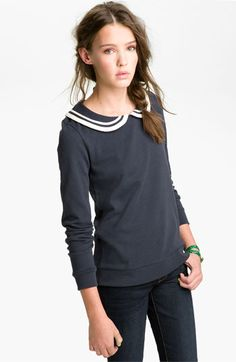 Peter Pan Collar Sweatshirt