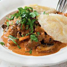 Jemné telecí s hříbky a máslovými nočky  Foto: Thai Red Curry, Beef, Fresh, Ethnic Recipes, Food, Meat, Essen, Meals, Yemek