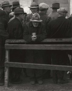 Dorothea Lange, White Angel Breadline, San Francisco, 1933 © Library of Congress, Courtesy Howard Greenberg Gallery Dorothea Lange Photography, Male Portraits, White Angel, Great Depression, Documentary Photographers, Working Class, Library Of Congress, Hard Times, Old Pictures