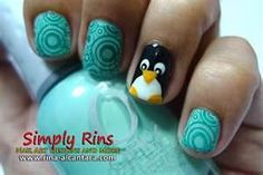 penguin nails!n I never paint my nails but it's possible I would do this. Lol.