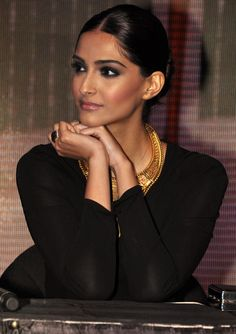 Sonam Kapoor. Perfect evening makeup with intense smokey eye.