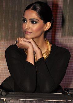 Sonam Kapoor. Perfect evening makeup with intense smokey eye.
