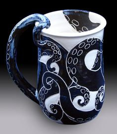 Awesome handmade ceramic octopus mug with a tentacle handle on Etsy. Kraken, Stars Disney, Motif Art Deco, Cute Mugs, Cthulhu, Mug Cup, Ceramic Pottery, Kitsch, Vases
