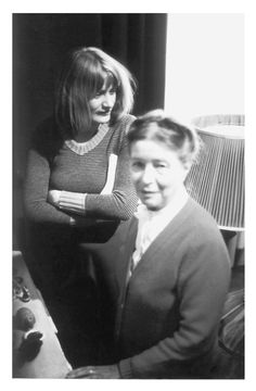 Simone de Beauvoir et Alice Schwarzer. Date, place and photographer unknown. - See more at: http://beauvoiriana.tumblr.com/page/2#sthash.s1Pi0bXQ.dpuf