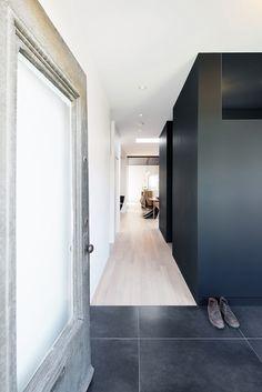 Entrance / Black / White /  Architecture / Interior Design  / Contemporary