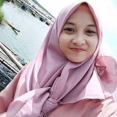 Beautiful Hijab Girl, Beautiful Muslim Women, Beautiful Lips, Casual Hijab Outfit, Hijab Chic, Sambalpuri Saree, Girl Hijab, Beauty Full Girl, Cute Girls