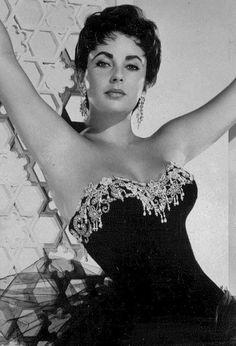Elizabeth Taylor Elizabeth Taylor, Lady Elizabeth, Old Hollywood Glamour, Vintage Glamour, Hollywood Stars, Classic Hollywood, Oscars, Classical Hollywood Cinema, Violet Eyes