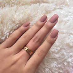 Love these pink matte nails!