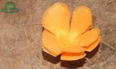 Tỉa hoa 5 cánh tròn từ cà rốt