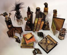 annes papercreations: How to make the tiny books for the Rare Oddities configuration box Halloween Shadow Box, Halloween Fairy, Halloween Cards, Vintage Halloween, Barbie Halloween, Halloween House, Haunted Dollhouse, Haunted Dolls, Dollhouse Miniatures