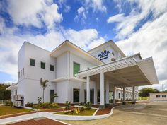 Cavite Microtel by Wyndham South Forbes - Nuvali Sta. Rosa Philippines, Asia Microtel by Wyndham South Forbes - Nuvali Sta. Ros is conveniently located in the popular Silang area. The hotel has everything you need for a comfortable stay. 24-hour front desk, facilities for disabled guests, luggage storage, Wi-Fi in public areas, car park are just some of the facilities on offer. All rooms are designed and decorated to make guests feel right at home, and some rooms come with tel...