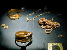 jewelry and coins found with woman's skeleton outside Pompeii century CE… Roman Jewelry, Greek Jewelry, Gold Jewelry, Pompeii Italy, Pompeii And Herculaneum, Ancient Jewelry, Antique Jewelry, Women Skeleton, Roman Clothes