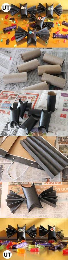 Murciélagos con rollos de papel higiénico y papel negro.