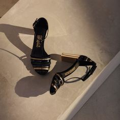 There are shoes and then there's this handsome pair, part of the new Ferragamo Fall Winter 2016 Men's collection. Discover more: ferragamo.com/advertising/