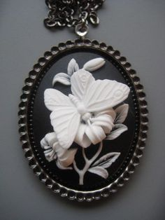 Butterfly Cameo Necklace  Butterfly Jewelry par SilverTrumpet, $36,00