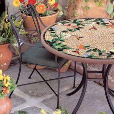 Ideas del patio trasero: muebles de patio agarre mosaico juegos de muebles de patio de gran mesa de centro de jardín redonda con muy pequeños mosaicos también sillas de comedor de hierro fundido de la vendimia con los cojines cojín del asiento