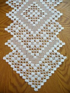 Co/Free-Crochet-Table-Runner-Patterns/ - Diy Crafts Filet Crochet, Crochet Doilies, Doily Patterns, Crochet Patterns, Crochet Freetress, Crochet Table Runner Pattern, Diy Crafts Crochet, Craft Free, Beautiful Crochet