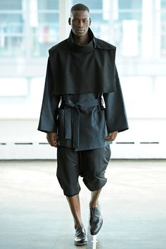 Antonio Azzuolo Herbst 2012 Menswear Fashion Show - Trend Femininer Stil 2019 Dark Fashion, High Fashion, Fashion Show, Mens Fashion, Moda Cyberpunk, Cyberpunk Fashion, Mode Masculine, Inspiration Mode, Future Fashion