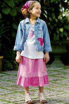 I want this for our daughter. She loves her long skirts and it definitely helps that the skirt is PINK.