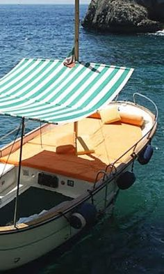 Yes please .. I'll take one of these to the islands off of Spain w good friends, good food and plenty of booze. Who's down? ;)