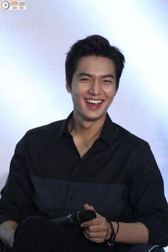 Really handsome.Lee Min Ho at OSIM Event Hong Kong today. Photos: credit as tagged . Jung So Min, Asian Actors, Korean Actors, Lee Min Ho Profile, Heo Joon Jae, Lee Min Ho Smile, Lee Min Ho Dramas, Lee And Me, Il Woo
