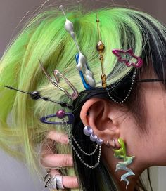 Find images and videos about hair, green and goth on We Heart It - the app to get lost in what you love. Hair Inspo, Hair Inspiration, Foto Fantasy, Hair Reference, Aesthetic Hair, Grunge Hair, Looks Vintage, Pretty Hairstyles, Hair Looks