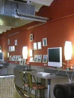 la Boate - Marseille, orienté nouvelles technologies de l'information et de la communication #1jour1coworking Information, Open Source, Communication, Conference Room, Table, Furniture, Home Decor, Nightclub, New Technology