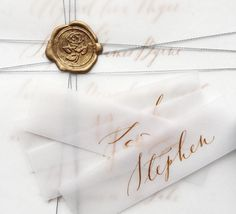10 Stationery Suites for a Luxe City Wedding / Nice Plume Calligraphy