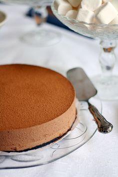 Moussemainen suklaajuustokakku