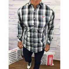 2213a8ca98929 Encontre aqui na Grifeshopping Camisa Burberry Masculina marcas e com os melhores  preços. São grandes ofertas e descontos exclusivos. Confira!