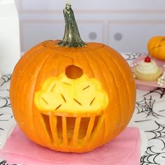 46 Easy Pumpkin Carving Ideas - Fun Patterns & Designs for 2018 Jack O Lanterns Halloween School Treats, Fete Halloween, Halloween Party Supplies, Halloween Pumpkins, Halloween Ideas, Happy Halloween, Halloween Crafts, Halloween Quotes, Halloween Stuff