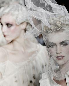 John Galliano at Paris Fashion Week Spring 2011 - Runway Photos John Galliano, Galliano Dior, Christian Dior, Karl Lagerfeld, Givenchy, Good Morning Beautiful People, Arizona Muse, Queen Makeup, Hair Shows