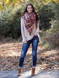 The Perfect Blanket Scarf - Orange/Camel Winter Mode Outfits, Casual Winter Outfits, Winter Fashion Outfits, Fall Fashion Trends, Autumn Fashion, Fashion Ideas, Legging Jeans, Look Legging, Blanket Scarf Outfit