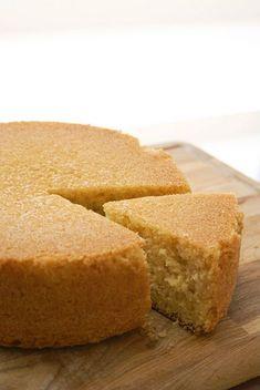 O rețetă clasică de blat cu vanilie, dens, ușor umed și care nu are nevoie neapărat de însiropare.