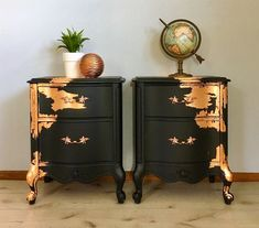 Crazy for copper!✨✨✨✨✨✨✨✨ A stunning pair of vintage French Prov… Crazy for copper!✨✨✨✨✨✨✨✨ A stunning pair of vintage French Provincial Nightstands/side tables! These vintage beauties have been hand… Vintage Industrial Furniture, Western Furniture, Refurbished Furniture, Repurposed Furniture, Sofa Furniture, Furniture Projects, Furniture Makeover, Painted Furniture, Furniture Design