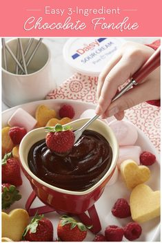 This Easy Chocolate Fondue is the ultimate shareable dessert. Serve with a tray of delicious dunkers for a kid friendly treat! 13 Desserts, Dessert Dips, Delicious Desserts, Dessert Recipes, Yummy Food, Fondue Recipes, Cooking Recipes, Gluten Free Marshmallows, Valentines Food
