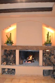 Encendimos nuestras chimeneas, que dan al ambiente un cálido y acogedor escenario. #boda #chimenea