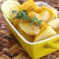 Ofenkartoffeln mit Zitrone auf griechische Art - Die Kartoffeln bekommen bei diesem Rezept einen herrlich frischen Zitronengeschmack. Perfekt als Beilage zu Souvlaki.@ de.allrecipes.com