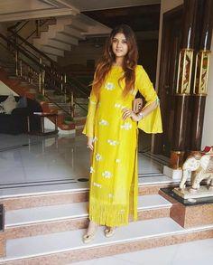 Pinterest: @cutipieanu Kurti Sleeves Design, Kurti Neck Designs, Salwar Designs, Blouse Designs, Sleeve Designs, Indian Wedding Outfits, Indian Outfits, Indian Attire, Indian Wear