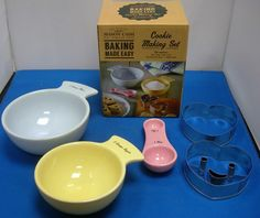 MASON CASH BAKING COOKIE BISCUIT PASTRY MEASURING MEASURES SPOONS CUTTERS SET