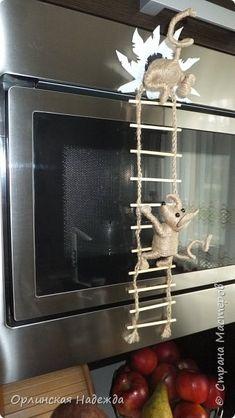Поделка изделие Моделирование конструирование Плетение  Мышки-воришки  магнит на холодильник Бусины Клей Магниты Проволока Шпагат фото 4