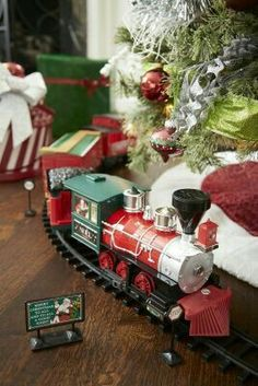 ✴Buon Natale e Felice Anno Nuovo✴Merry Christmas and Happy New Year✴ Christmas Tree Train, Cottage Christmas, Cozy Christmas, Christmas Is Coming, Christmas Morning, Little Christmas, Country Christmas, All Things Christmas, Holiday Fun