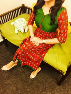 "Red and green anarkali is like ""the indian festive outfit"". Salwar Neck Designs, Churidar Designs, Kurta Neck Design, Blouse Designs, Salwar Pattern, Kurta Patterns, Indian Designer Outfits, Indian Outfits, Simple Kurta Designs"