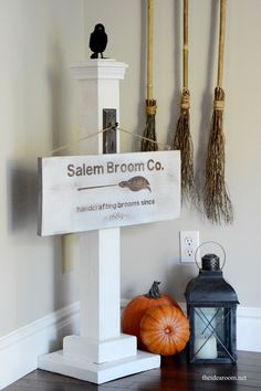 Halloween Sign: Salem Broom Co.|theidearoom.net
