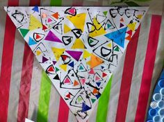 Les triangles: collage et empreintes Shape Activities Kindergarten, Kindergarten Art Lessons, Preschool Crafts, Preschool Shapes, Kids Collage, Le Triangle, Shape Books, Shapes For Kids, Shape Art