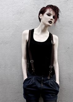 LOVE androgynous looks Hipster Grunge, Grunge Style, Soft Grunge, Androgynous Hair, Androgynous Fashion, Tomboy Fashion, Dark Fashion, Gothic Fashion, Grunge Outfits