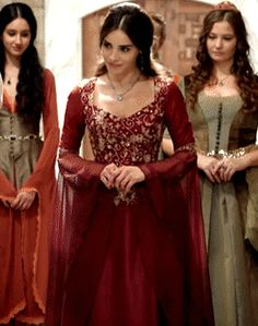 Queen Outfit, Queen Dress, Stunning Dresses, Pretty Dresses, Asian Wedding Dress Pakistani, Royal Dresses, Fairytale Dress, Turkish Fashion, Medieval Dress