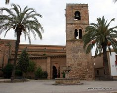 """#Huelva #Niebla - Iglesia de Nuestra Señora de la Granada GPS 37º 21' 34"""" -6º 40' 42"""" / 37.359444, -6.678333   Se levantó sobre una mezquita árabe de la que aún perdura la torre alminar, del siglo XI. La iglesia, del siglo XIII, consta de tres naves y ábside gótico-mudéjar, con bóveda estrellada. El Patio de los Naranjos está pegado y comunicado por una pequeña puerta con arco de herradura. Destacan el Patio de los Naranjos, Torre, Capilla Mayor."""