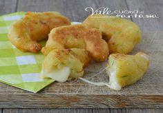 Cornetti di patate e zucchine ricetta veloce per aperitivo,antipasto, finger food, con un cuore morbido e filante al formaggio, ricetta facile e veloce.